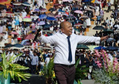 Apôtre-Benjamina-FMFOI-au-Coliseum-Madagascar